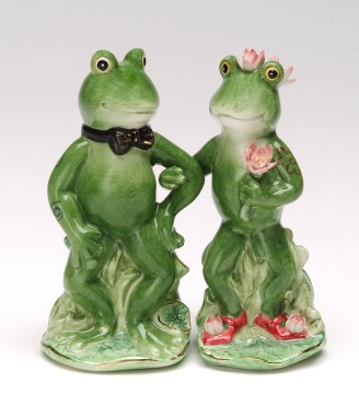 Frogs In Love Salt And Pepper Shakers