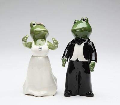 Wedding Couple Frogs Salt And Pepper Shakers